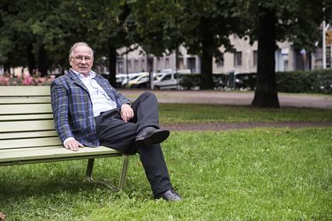 Kari Toivonen työskenteli Yleisradiosta uutistoimittajana ja uutistenlukijana 40 vuotta.