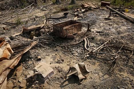 Palaneen asumuksen rauniot Rakhinen osavaltiossa. Osapuolten näkemykset tuhopolttojen syyllisistä eroavat jyrkästi.