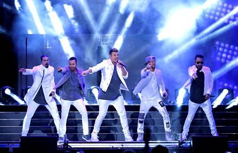 Yhtye kiertää parhaillaan maailmaa DNA World Tourin merkeissä.