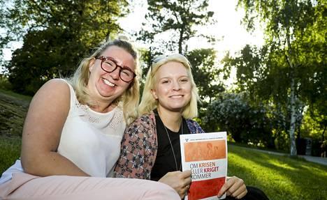 Maja Alenius ja Julia Törnvall eivät olleet aiemmin kuulleet kriisilehtisestä.