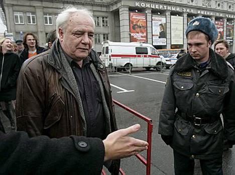 Vladimir Bukovski oli joutua pidätetyksi eilen Pietarissa.
