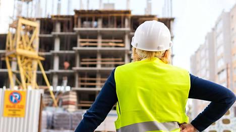 Esimerkiksi rakennusalan ammattilaisilta pyydetään usein palveluksia.