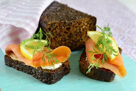 Saaristolaisleipä ja graavilohi on maukas yhdistelmä.