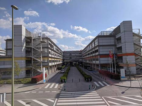 Sari Arponen on virkavapaalla Madridin seudulla sijaitsevasta Torrejónin yliopistollisesta sairaalasta, mutta koronaviruspotilaita hän hoitaa nyt Infanta Leonor -sairaalassa (kuvassa). Kummatkin sairaalat ovat julkisia.