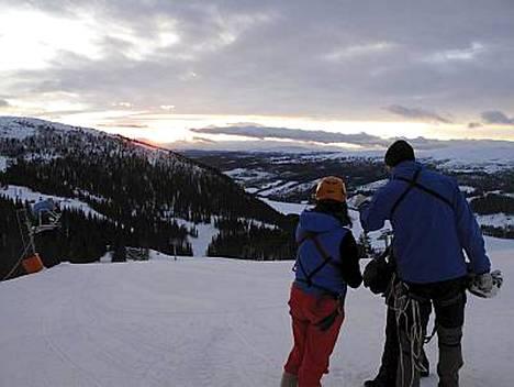 Åren jylhät maisemat poikkeavat Suomen Lapista. Paikoin näky on vuorimainen.