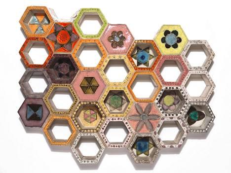 Rut Bryk: Keramiikkalaatat (Hexagon), 1950-luvulta.