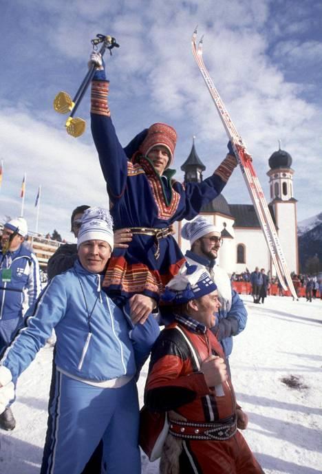 Maailmanmestari Kari Härkönen kultatuolissa Seefeldissä 1985.