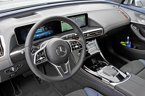 Ohjaamo voisi olla melkeinpä mistä tahansa uudesta Mercedes-Benzistä – ergonomia toimii, ja ajaminen on leppoisaa.