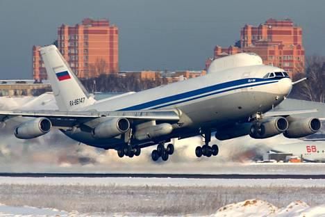 """Iljushin Il-80-mallinen """"tuomiopäivän kone"""" Moskovassa 2012."""