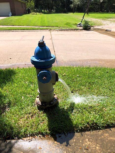Texasin ympäristön laatua valvova viranomainen (TCEQ) kehotti asukkaita välttämään veden käyttöä.