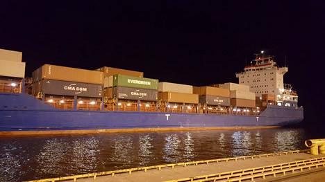 Vihreässä kontissa lähtivät matkaan Otto Jaakkosen kuusesta sahatut laudat. Kotkan satamasta laivattu 14 kontin lautavaraerä aloitti matkansa kohti Koreaa 1. huhtikuuta 2019.