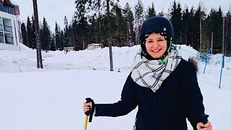 Chynna on käynyt isäntäperheensä kanssa muun muassa hiihtämässä.