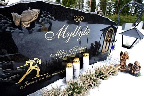 Mika Myllylä on haudattu Haapajärvelle.
