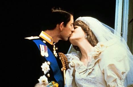 Satuhäät Kun lady Diana Spencer sai elämänsä prinssin, Charlesin,  29. heinäkuuta 1981, liiton piti kestää kuten saduissa. Toisin kävi.