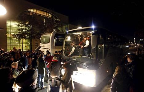 Turvapaikanhakijoita saapui bussilla Berliiniin Etelä-Saksan Baijerista tammikuussa.