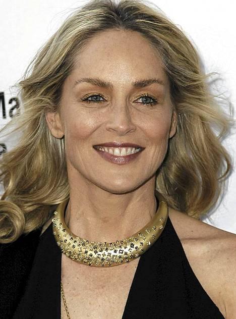 Sharon Stone täydessä tällingissä.