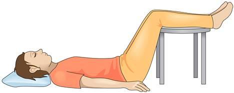 Yksi kikka on asettautua lattialle makaamaan ja nostaa jalat esimerkiksi matalan jakkaran päälle. Tätä lepoasentoa kutsutaan psoas-asennoksi.