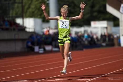 Alisa Vainio tuuletti kympin mestaruutta Kalevan kisoissa 2015.