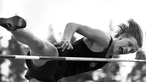 Johannes Lahti aloitti uransa korkeushyppääjänä, mutta vaihtoi loukkaantumisen jälkeen päälajikseen kymmenottelun.