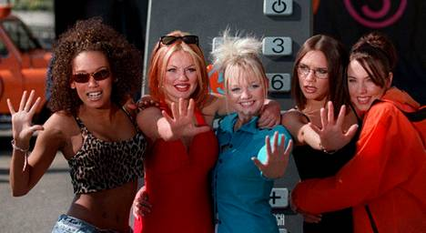 Mel B (kuvassa vasemmanpuoleisin) nousi aikoinaan tunnetuksi Spice Girls -tyttöbändistä.