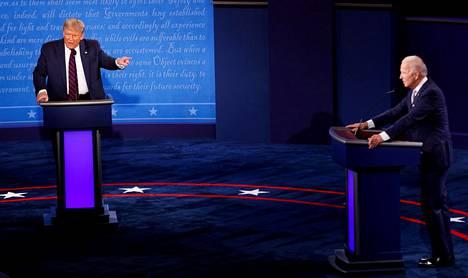 USA:n tiistaista presidentinvaaliväittelyä Donald Trumpin (vas.) ja Joe Bidenin välillä on kuvailtu muun muassa kaoottiseksi.