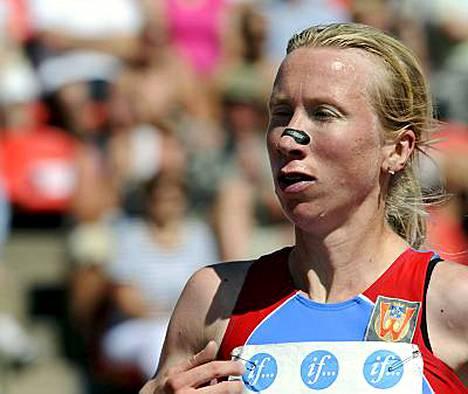 Turun Weikkojen Sandell-Hyvärinen juoksi mestaruuteen ajalla 16.15 49, kun hopealle tullut Lapinlahden Vedon Saara Pekkarinen pysäytti kellot aikaan 17.01,08.