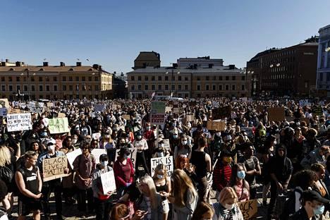 Black Lives Matter Helsinki March -tapahtumaan tuli lopulta noin 3000 ihmistä kesäkuun 3. päivä.