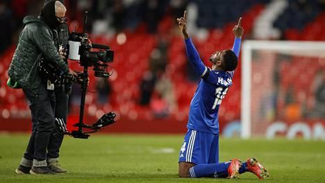 Kelechi Iheanacho teki Leicesterin voittomaalin FA-cupin välierässä.