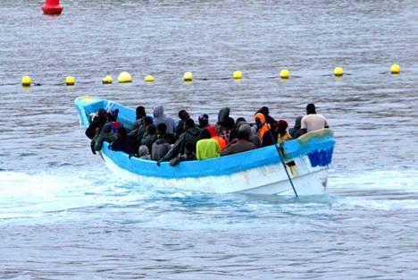 Kanariansaarille pyrkivien siirtolaisten määrät ovat kasvaneet sen jälkeen, kun Euroopan etelärannikolla on lisätty partiointia, mikä vähensi selvästi Välimeren kautta tehtäviä ylityksiä. Arkistokuva.