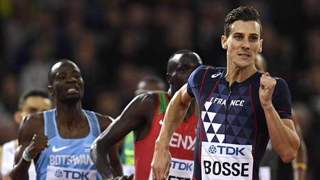 Pierre-Ambroise Bosse (oik.) juoksi ensimmäisen MM-mitalinsa, joka oli heti kultainen.