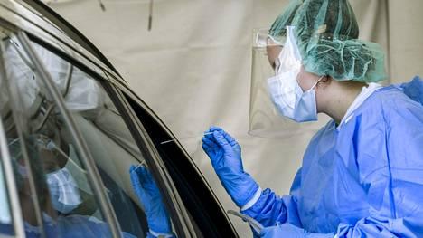 Koronavirustesteissä on Uudellamaalla löytynyt jo kolmen viikon ajan enenevästi positiivisia tapauksia.