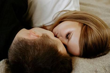 Mitäs jos ottaisit tavaksesi antaa suukon kumppanillesi joka ilta?