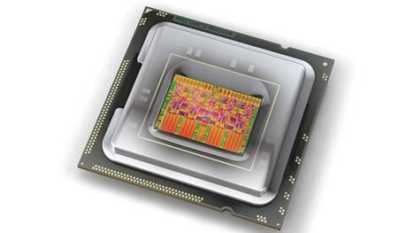 Tulossa oleva Intelin suoritin sisältää AMD:n grafiikkaytimen. Kuvassa hieman vanhempi Intelin Core i7 -suoritin.