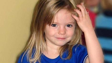 Madeleine McCann nukkui pienten kaksoissisarustensa kanssa hotellihuoneessa, kun hän katosi jäljettömiin. Vanhemmat olivat tytön kadotessa syömässä läheisessä ravintolassa.