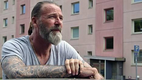Patrik Sjöberg avaa elämäänsä dokumentissa.