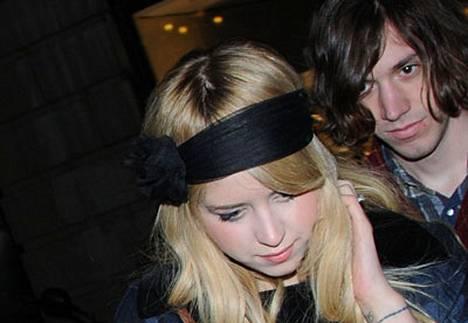 Peaches Geldofin ja Max Drummeyn avioliitto kesti kuusi kuukautta.