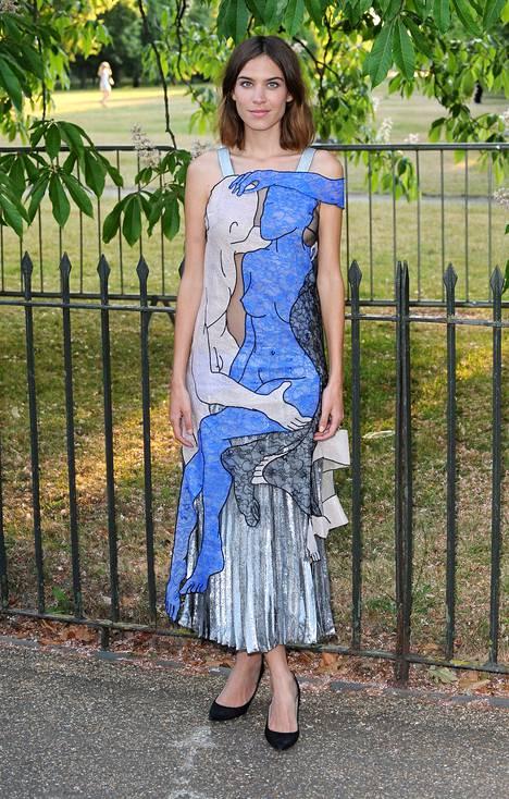 Alexa Chung yllään Christopher Kanen kevätmalliston asu.