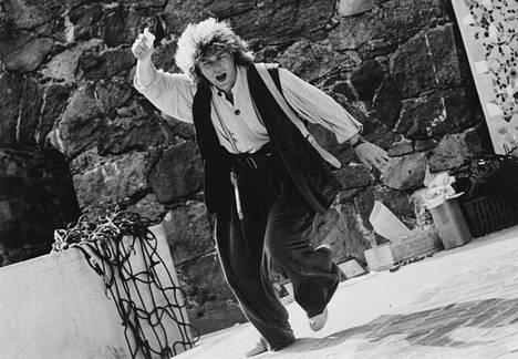 Pertti Sveholm RyhmäteatterinTaru Sormusten Herrasta -näytelmässä 1988.