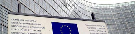 EU-komissio hallinnoi eurokriisiä poliittisin perustein, ei taloustieteiden avulla, arvelee kansantalousprofessori.