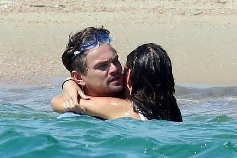 DiCaprio ja Morrone kuhertelivat meressä.