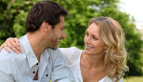 Rakkaudessa ihmisten käyttäytymistä ohjaa aivojen monimutkainen kemia.