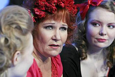 Vicky Rosti osallistui tyttäriensä kanssa Nelosen Kuorosotaan.