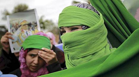 Ihmiskilvet yrittävät estää iskuja Libyassa.
