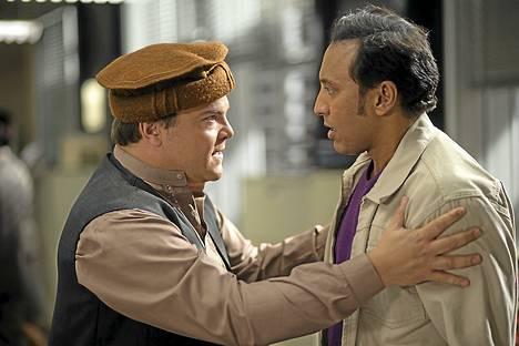 Jack Blackin ja Pablo Schreiberin näyttelemät miehet ovat geopoliittisen kriisin keskiössä The Brink -sarjassa.
