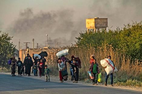Ras al-Ainista pakenevia kurdeja keskiviikkona.