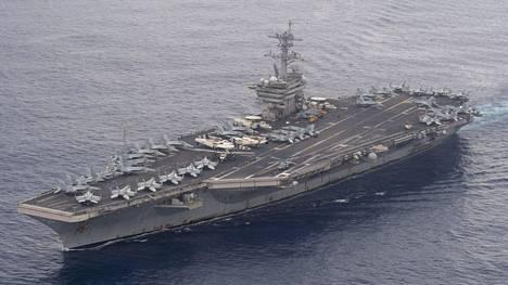 Sirun inspiroi USS Theodore Roosevelt -aluksen viimevuotinen tartuntaketju.