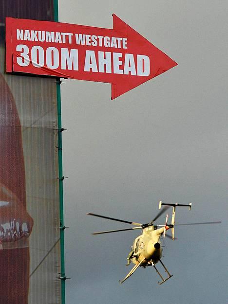 Armeijan helikopteri lensi Westgaten ostoskeskuksen luona sunnuntaina.