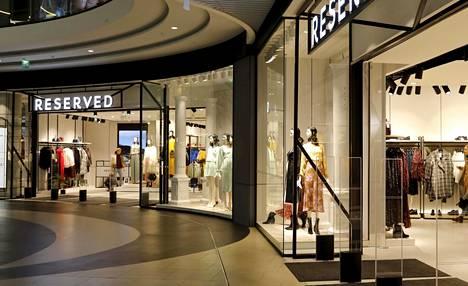 Reservedin myymälä Helsingissä Triplassa. Liike on kaksikerroksinen ja pinta-alaltaan yli 3000 neliömetriä.