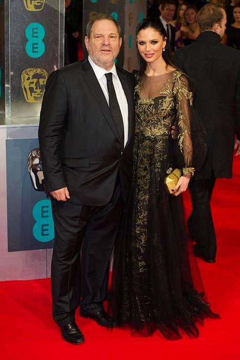 Weinstein vaimonsa Georgina Chapmanin kanssa vuonna 2014. Liitto kariutui 2017.