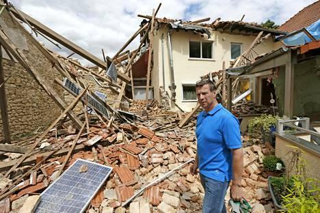 Pyörremyrsky tuhosi taloja Mainzin kaupungin ympäristössä Saksassa viime kesänä.
